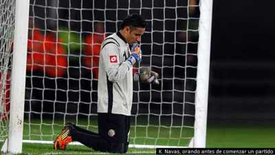 Costa Rica's Keylor Navas prays before the second half