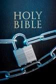 11967483-biblia-cerrada-con-una-cerradura-de-cadena-en-un-primer-plano