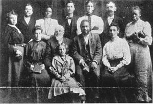 Un grup de credincioşi din Azusa Street
